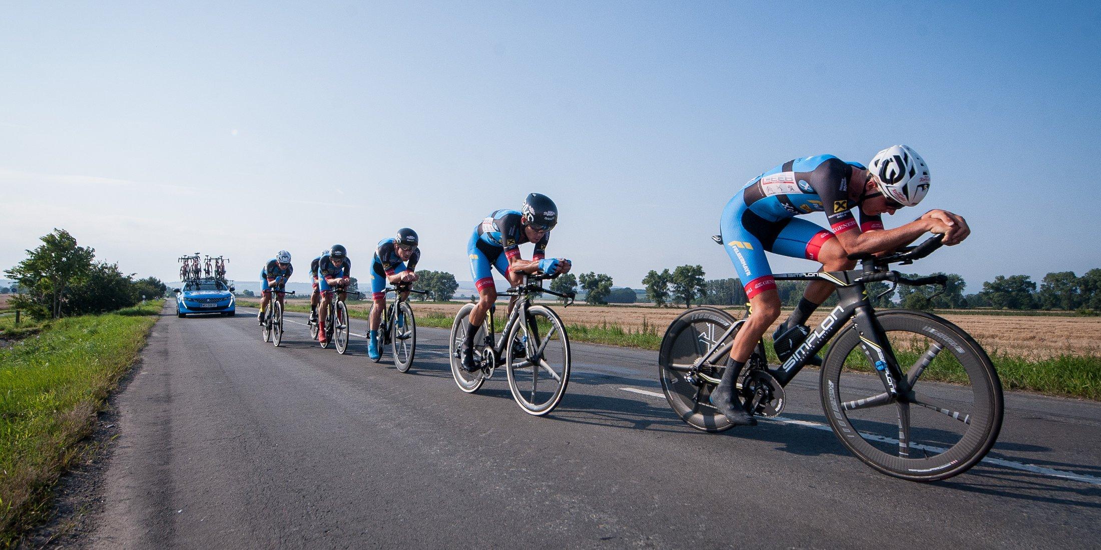 Rennszene Radrennen Team Felbermayr auf Challenge Reifen